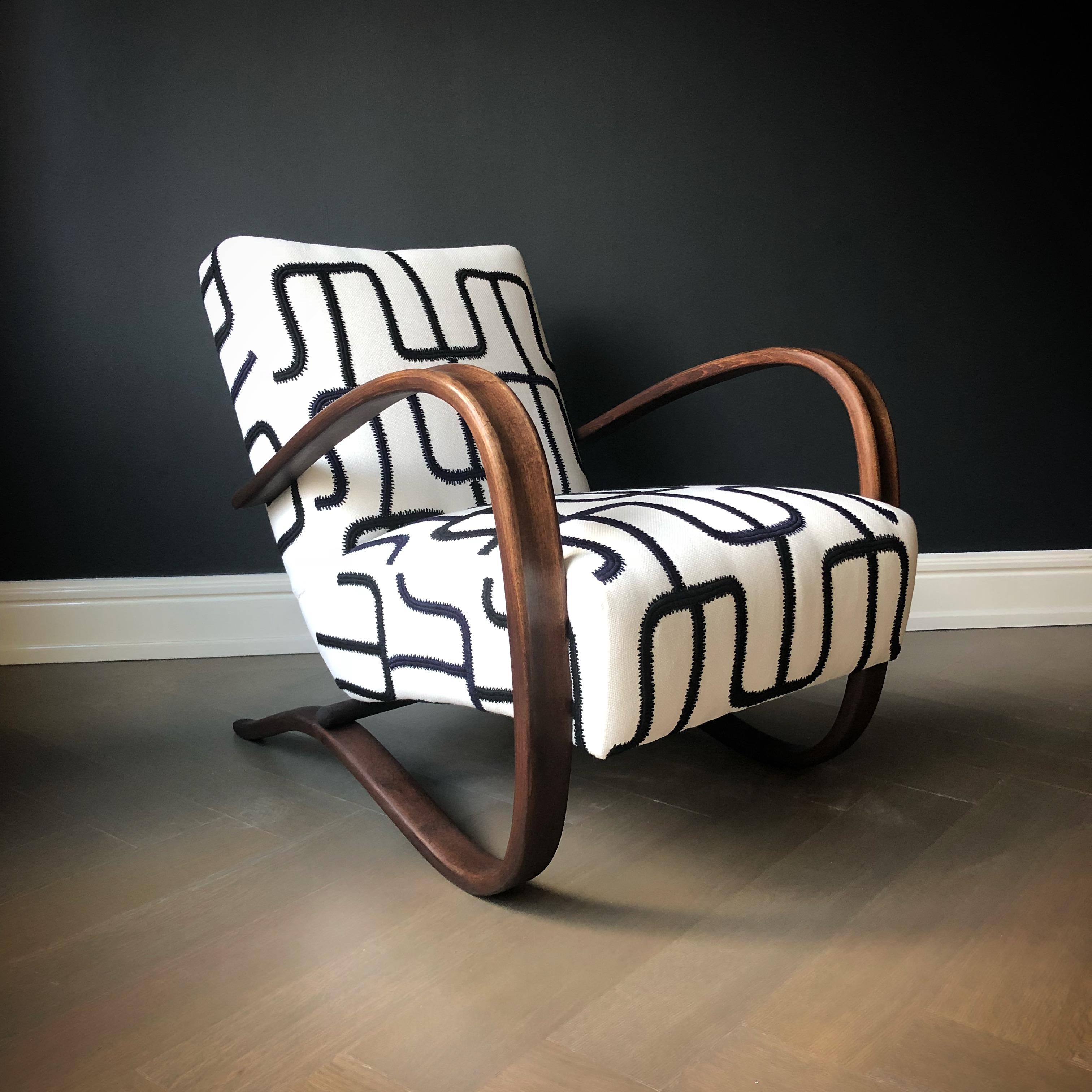 chair-by-liz-caan-interior-design-TOWN-Fast-and-Luxurious