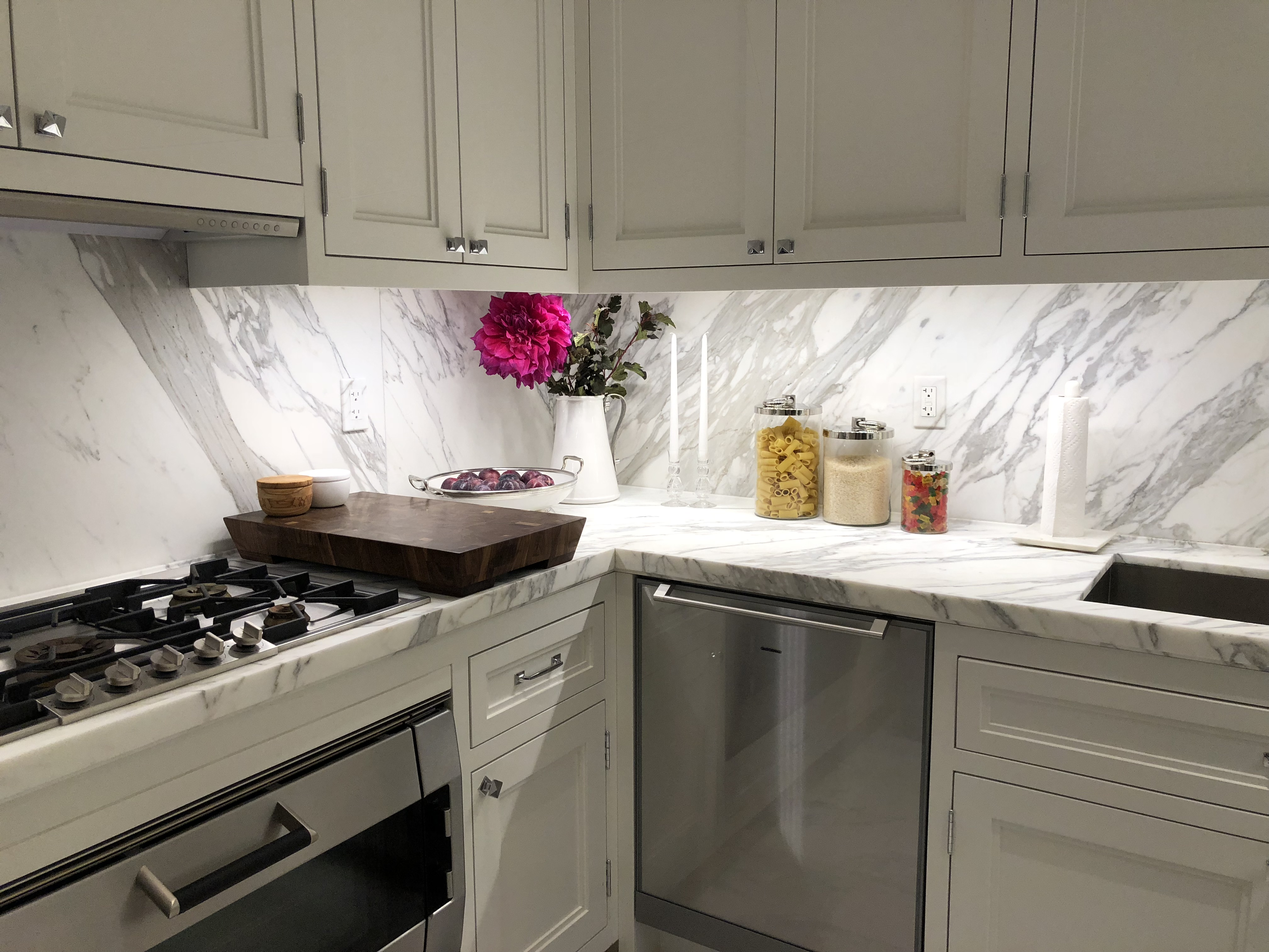 flowers-in-kitchen-by-liz-caan-interior-design-TOWN-Fast-and-Luxurious