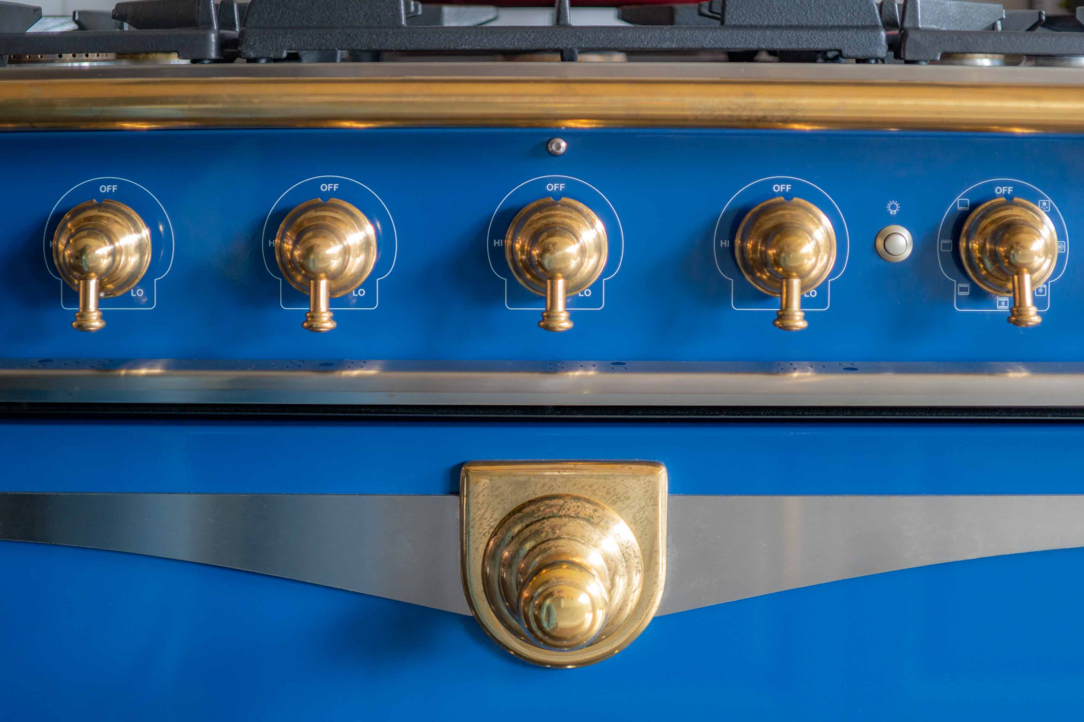 blue-french-stove-by-liz-caan-interior-design-TOWN-Renovation-and-design-in-the-city