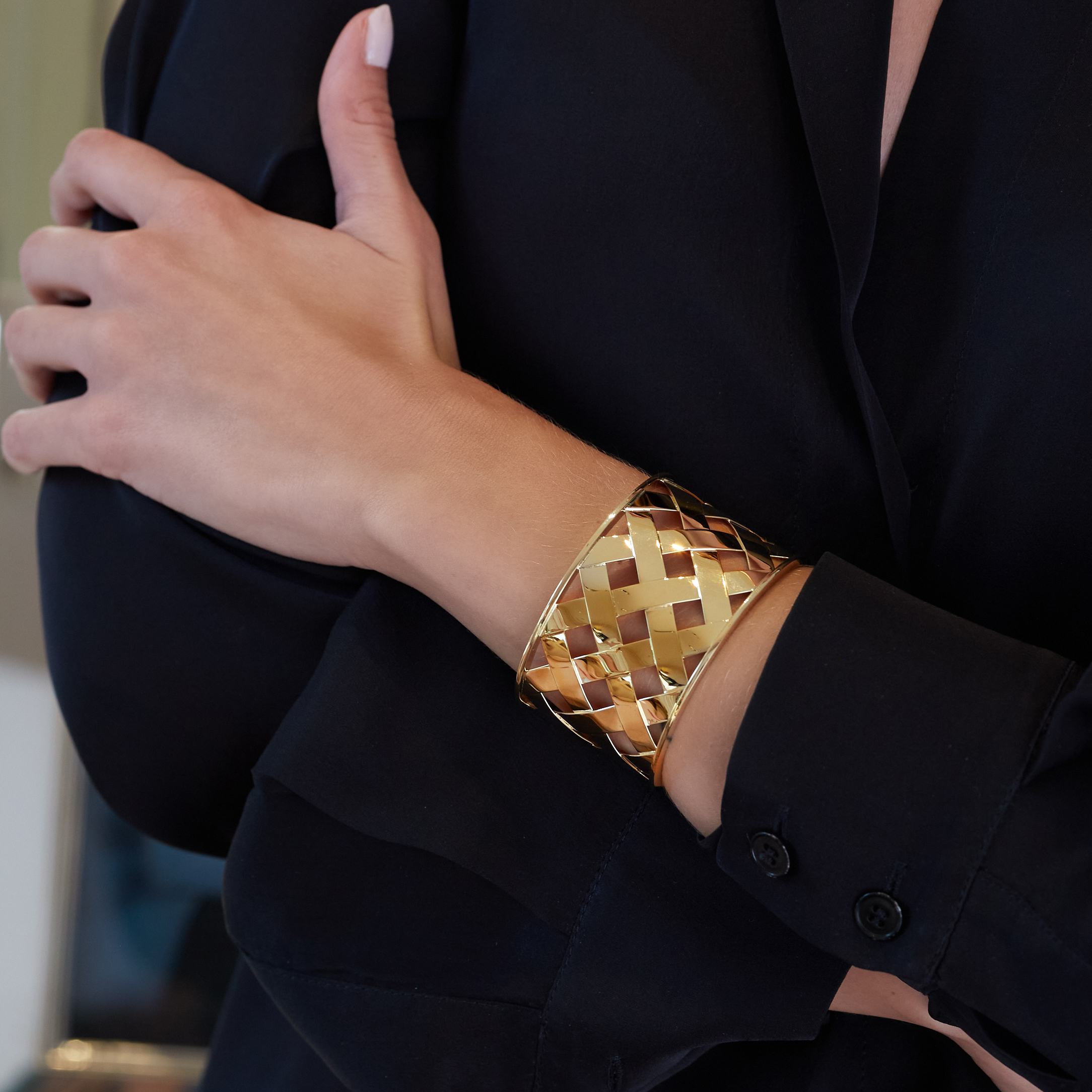 Criss Cross Cuff in gold