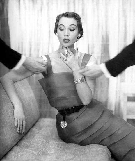 Verdura-Jewelry-Double-Crescent-Bracelet-Vogue-April-15-1950-Portrait
