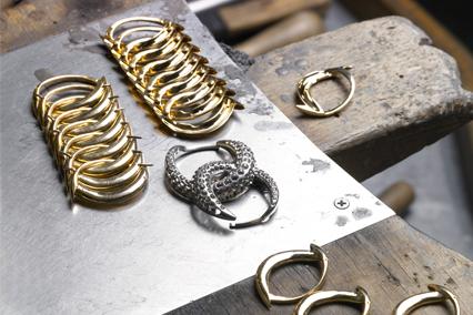 Verdura-Jewelry-Double-Crescent-Bracelet-Workshop
