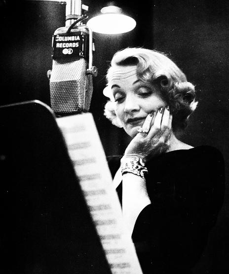 Verdura-Jewelry-Lily-Bracelet-Marlene-Dietrich-1952-Portrait