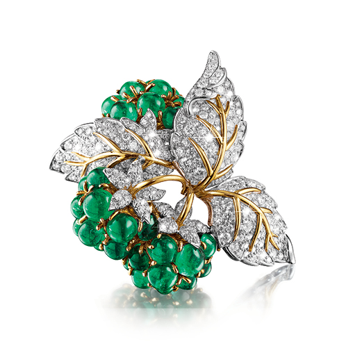 Verdura-Jewelry-Raspberry-Brooch-Emerald-Diamond-Gold-Platinum